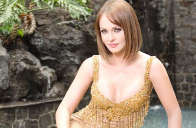 Gaby spanic a sus 40 luce cuerpazo famosos express for Chusmerios del espectaculo